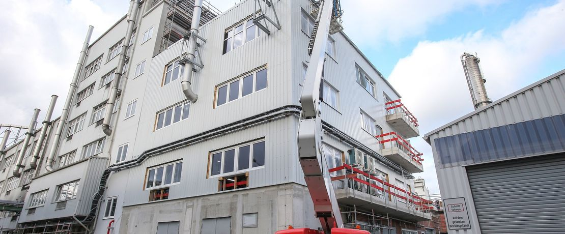 Construction work on Evonik's new polyamide 12 complex is progressing well.