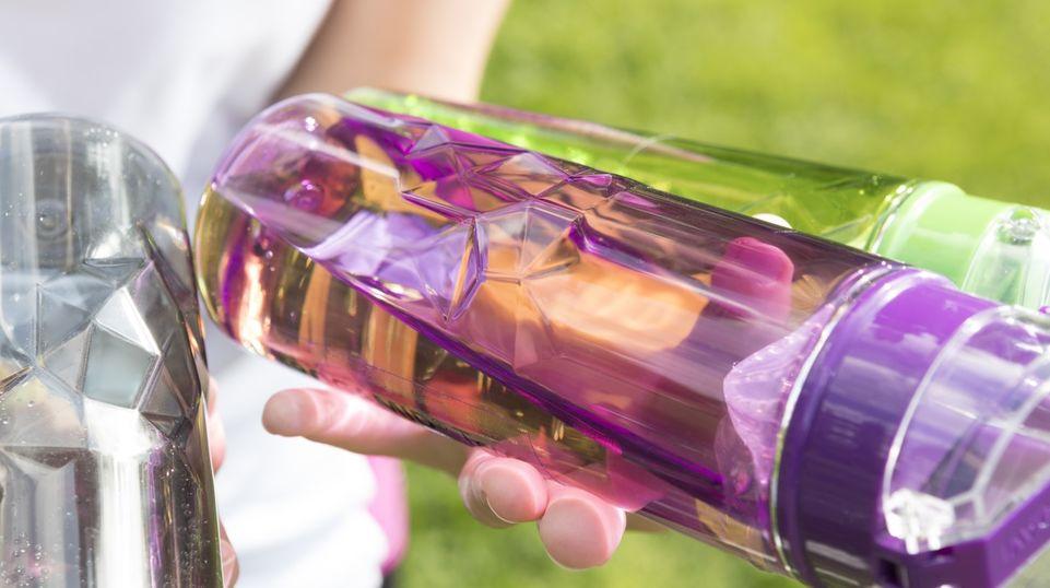 赢创产品TROGAMID®Terra最终成为新款LUDAVI水壶材质的理想之选。该塑料材质轻盈耐磨,同时耐热、耐化学物质。