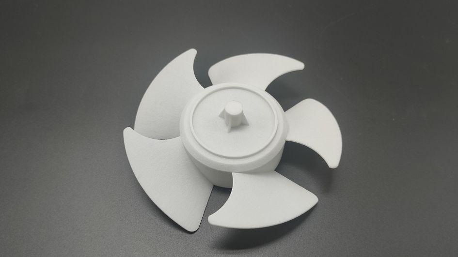 华曙高科中国长沙总部生产多种用于功能性测试的部件。例如,此款风扇具有出色的尺寸稳定性、高硬度、高弹性等特点。(图片来源:华曙高科)