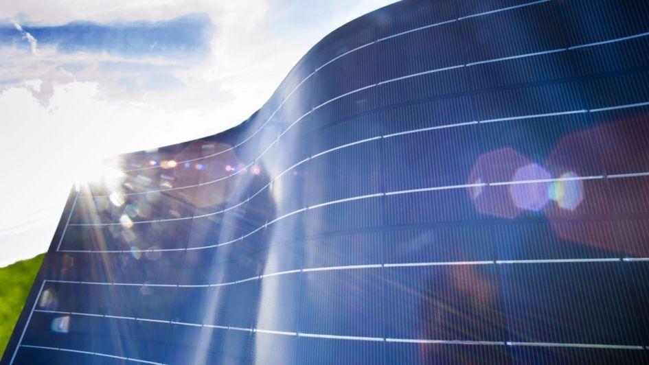 赢创加入欧盟ReProSolar研究项目,该项目旨在开发一种高效、特殊的工艺来回收报废的光伏组件。(图片来源:S. Wildhirt/赢创)